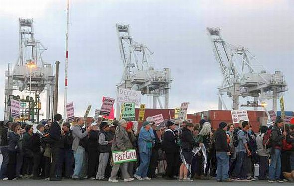 Block the Boat (Zim Shipping Lines) in Oakland (Photo: Facebook)